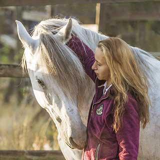 Sanna Siekkinen Hevosensa kanssa 2014